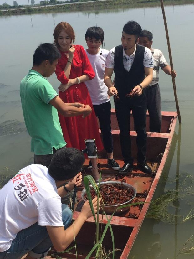 淘宝直播卖小龙虾 让村淘合伙人的上行也洋气起来